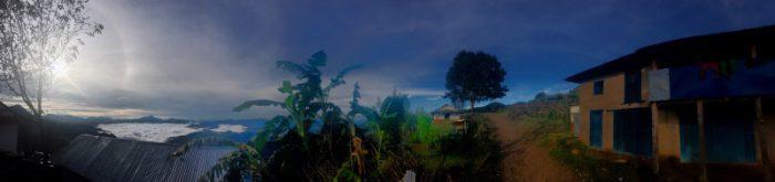 Blick aus dem unter uns gelegenen Dorf....