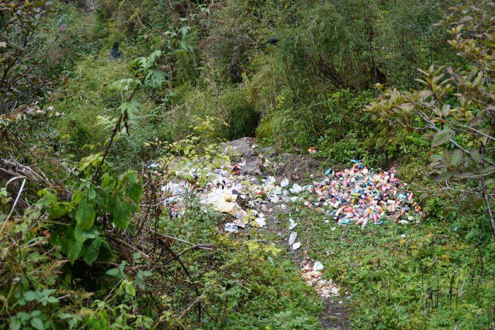Leider ist nicht alles was den Berg hochgetragen wird biologisch abbaubar...